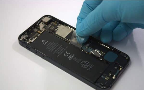 desmonta tu iphone para secarlo